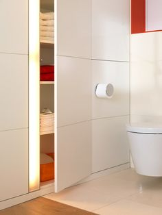08 hide some storage under wall panels in your bathroom, add lights to make looking for things easier - Shelterness Regal Bad, Thermal Hotel, Hidden Storage, Wooden Blocks, Beach Hotels, Tiny Living, Cubbies, Bathroom Storage, Home Organization