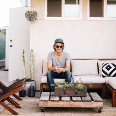 We love this little chill spot! Take a peek at graphic designer @benbiondo's Costa Mesa abode on the UO Blog. : @clickinkris #backyard #urbanoutfitters #UOHome