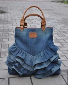 "Одноклассники ""Love this upcycled denim bag!"", ""How to make bag from old jeans"" Diy Jeans, Diy Upcycling Jeans, Diy Denim Purse, Jeans Pants, Artisanats Denim, Denim Bags From Jeans, Mochila Jeans, Blue Jean Purses, Diy Sac"