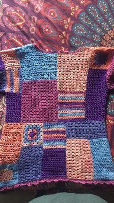 Ek ervaar dat mense probleme ondervind om die patrone reg te verstaan of dat hulle sukkel om patrone te lees. Dit lyk amper of dié 'n werkswinkel kan word! Crochet Toys Patterns, Stuffed Toys Patterns, Crochet Designs, Crochet Blouse, Knit Crochet, Crochet Winter, Granny Square Crochet Pattern, Crochet Instructions, Crochet Woman