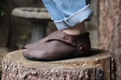 WHAT: this is a 4-day shoe making class. in which, we will each build a custom pair of turn shoes based on a classic 10th century northern european design. WHEN: 2017 november 30th – december 3rd 9am till 5 pm each day WHERE: my home basement workshop in north portland, oregon HOW MUCH: $400. >>MORE