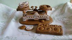 Perník • váhy se závažím Christmas Gingerbread House, Gingerbread Houses, Gingerbread Cookies, Cookie Box, Cookie Exchange, Cake Cookies, Fondant, Candy, Holidays