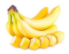 Parce qu'elle est riche en magnésium, potassium, vitamine B et sérotonine, la banane aurait la vertu de détendre le système nerveux. D'une part parce qu'un déficit de magnésium et de sérotonine peut être responsable de sautes d'humeur et d'anxiété. D'autre part, parce que le potassium présent le fruit oxygène le cerveau et aide à garder un pouls régulier. Or, lors d'une montée de stress, l'oxygène tend à manquer, le pouls à s'accélérer et le taux de potassium à diminuer. Le Psoriasis, Vitamine B6, Nutrition, Calories, Fibres, Fruit, Banana, Cooking