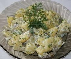 Sałatka ziemniaczana z ogórkiem kiszonym - PrzyslijPrzepis.pl Potato Salad, Cauliflower, Lunch Box, Potatoes, Vegetables, Ethnic Recipes, Food, Cauliflowers, Potato