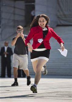 Runners bring news of Supreme Court decision (Photo: Jim Lo Scalzo / EPA)
