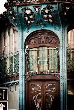 Art Nouveau ... dans les rues de Nancy ... magique ... Merci Dorothée  https://www.facebook.com/101348803267582/photos/a.494472123955246.1073741835.101348803267582/863676970368091/?type=3