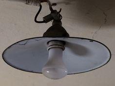 Lampe aus Kaisers Zeiten in der Dachkammer