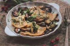 Ραβιόλι με ρικότα, σπανάκι και μανιτάρια σιτάκε Japchae, Ricotta, Ethnic Recipes, Food, Greek Recipes, Hoods, Meals