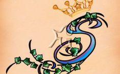 con edera e corona