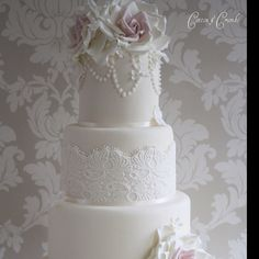 Love the fondant lace and pearls. Very classic