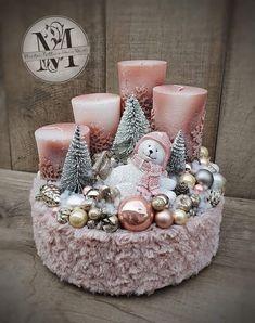 Christmas Advent Wreath, Christmas Candle Decorations, Christmas Pine Cones, Christmas Scenes, Christmas Candles, Christmas Love, Christmas Crafts, Creation Deco, Theme Noel