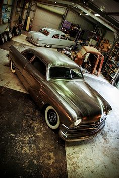 Kustom in bare metal Les Rats, Cool Garages, Vw Vintage, Sweet Cars, Car Ford, Car Shop, Metal Shaping, Kustom, Shoe Box