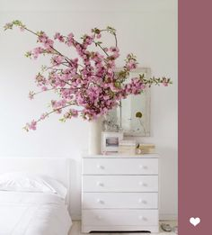 The charm of the flowers in the bedroom.
