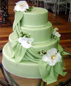 Green & Ivory Wedding cake with flowers ~ Pretty shade of mint. Amazing Wedding Cakes, Unique Wedding Cakes, Amazing Cakes, Wedding Cakes With Cupcakes, Wedding Cakes With Flowers, Cupcake Cakes, Gorgeous Cakes, Pretty Cakes, Foto Pastel