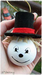 Make a snowmen out of light bulb