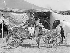 "sisterwolf: "" Clown and circus queen in speedster - Leslie Jones "" Vintage Circus Performers, Vintage Circus Photos, Old Circus, Circus Show, Coney Island, Creepy Old Photos, Circo Vintage, Boston Public Library, Big Top"