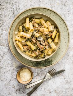 Rigatoni, Paella, Curry, Ethnic Recipes, Food, Al Dente, Browning, Meat Rubs, Spinach