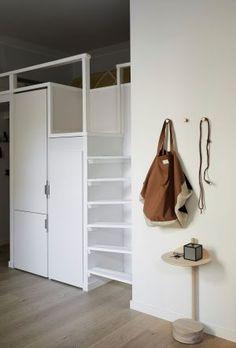 Kuinka yksiöön saa kolmion toiminnot? Katso, millaisen ihmeen Yvonne teki 38 neliön kodissaan Helsingissä - Deko Entryway, Bathroom, Closet, Furniture, Home Decor, Deco, Entrance, Washroom, Armoire