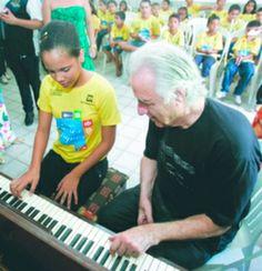 F.G. Saraiva: Maestro visita projeto de música em Aquiraz