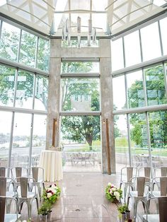 Wedding Venues How stunning is this ceremony space at the National Gallery of Canada in Ottawa? - This couple paired contemporary decor with a unique burgundy colour palette.