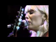 Joni Mitchell Both sides now on Mama Cass Show 1969 - YouTube
