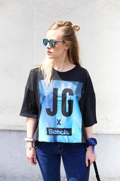 Blogger #RuthVanSoom shows how to style the trendcolor #blue! #LoveMyHood #Bench# #JGxBench #fashion #blogger