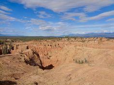 Tatacoa Desert (Desierto de la Tatacoa) is a semi-desert just 6 hours from Bogota. To sleep under the stars in amazing scenery, you simply have to visit. Sleeping Under The Stars, Lust For Life, Trek, Grand Canyon, Globe, Scenery, Adventure, Amazing, Wilderness