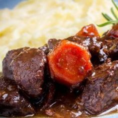 Dušený kanec se švestkami a Armagnacem Food And Drink, Beef, Make It Yourself, Easy, Foods, Cooking, Meat, Food Food, Food Items