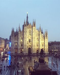 Milan Italy, Barcelona Cathedral, The Good Place, Shabby, Architecture, Night, Building, Places, Instagram Posts