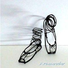 トウシューズ ~ 立体的に : ☆ Aramoodo 雑記 ☆ Wire Crafts, Lace Up, Ballet Shoes, Wire, Ballet Flats, Ballet Heels, Pointe Shoes, Dancing Girls, Ballet Shoe