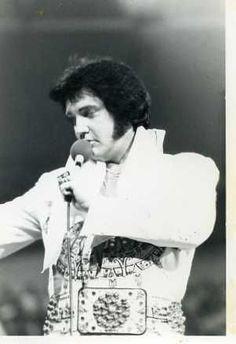 1977 6 19 - Elvis in concert at Civic Auditorium - Omaha NE