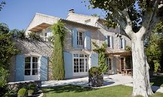 In the heart of the Alpilles of Provence, Le Grand Mas is perfectly located just a short distance from the nicest places in Provence such as Les Baux, le Paradou, Fontvieille and Eygaliere. This newly renovated estate stands just a small hop from the center of Saint Remy itself.