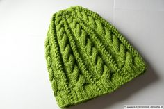 Strickmütze klee Handmade Art, Knitted Hats, Beanie, Etsy, Knitting, Fashion, Creative Products, Clothes For Women, Things To Do