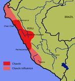 2/ PÉRIODE FORMATIVE RÉCENTE / CHAVÍN. Il se trouve à mi-chemin entre la zone côtière et le versant amazonien. C'est un site de haute altitude (+3000m au-dessus de la mer) et confluence entre deux fleuves importants. C'est donc un point de liaison naturel ; on explique l'accroissement rapide de Chavín et son hégémonie dans les Andes grâce à ce positionnement très stratégique du site.