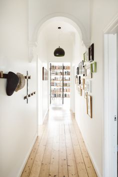 64 New Ideas For Light Pine Wood Floors White Walls Pine Wood Flooring, Farmhouse Flooring, Pine Floors, Wood Paneling, City Farmhouse, Plank Flooring, Farmhouse Decor, Bar Interior Design, Interior And Exterior