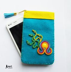 Handmade pouch for smartphone motive soutache. The sleeves are made of felt with a thickness of 2mm. Very original :)    Dimensions: 15,5 cm x 9,5 cm