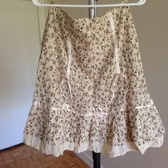 Cute Cream Floral Print Knee High Skirt , size 8 Cute Cream Floral Print Knee High Skirt , size 8 , In Great Condition Skirts