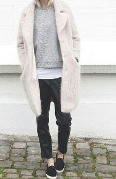 #beauty #style #fashion #woman #clothes #outfit #wearable #casual #look #winter #fall #autumn #gray #sweatshirt #dark #comfy #pants #beige #fluffy #fur #coat