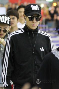 T.O.P. (GD in the back) Vip Bigbang, Daesung, Cute Korean, Korean Men, Gd & Top, Top Top, Rapper, G Dragon Top, Top Choi Seung Hyun
