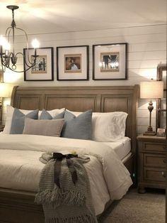 Best Farmhouse Bedroom Furniture Design Ideas And Decor to Look Amazing – Farmhouse Decoration Farmhouse Master Bedroom, Master Bedroom Design, Modern Bedroom, Master Bedrooms, Master Bath, Fancy Bedroom, Indie Bedroom, Bedroom Suites, Large Bedroom