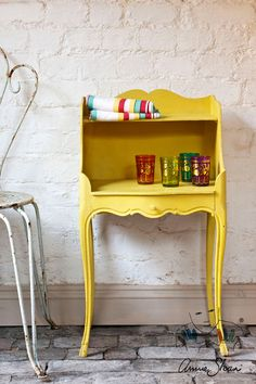 Painted Furniture in English Yellow Chalk Paint® by Annie Sloan . Yellow Painted Furniture, Chalk Paint Furniture, Furniture Makeover, Diy Furniture, Furniture Design, Classic Furniture, Furniture Stores, Antibes, Couleurs Annie Sloan