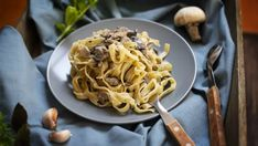Domáce taglietelle s hubovou omáčkou | Recepty.sk Spaghetti, Pasta, Ethnic Recipes, Food, Dinner, Tagliatelle, Essen, Meals, Yemek