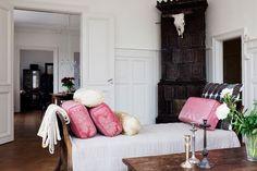 so feminine. love european real-estate sites!