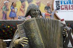 O músico e compositor Luiz Gonzaga, nascido no sertão pernambucano, é homenageado na entrada da feira de S. Cristovão, no Rio de Janeiro, Brasil. Foi chamado de O Rei do Baião.         1-RIO_0278-web61