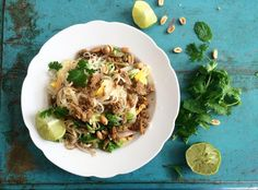 Nyhtökauraa ja nuudeleita pad thai | pulled oat pad thai | Sanna Kekäläinen | Kekäläisten grilli
