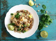 Nyhtökauraa ja nuudeleita pad thai   pulled oat pad thai   Sanna Kekäläinen   Kekäläisten grilli