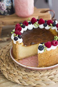 No habrás probado ninguna tarta tan deliciosa como la Tarta Flan Parisien, una tarta de crema pastelera que se toma fría y es adictiva. Chocolate Flan, Cooking Time, Cooking Recipes, Queen Cakes, Delicious Desserts, Yummy Food, Cheesecake Pie, Cakes And More, Yummy Cakes