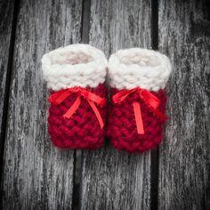 Loom Knit Baby Booties, Shoes, PATTERN, Beginner Friendly, Garter Stitch Booties, 4 sizes, Newborn to 12 months, PDF PATTERN Download.