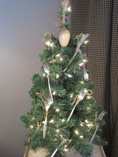 Christmas Tree Decorating Idea It might be adorned with sterling silver, but it is just a simple lit Creative Christmas Trees, Tabletop Christmas Tree, Mini Christmas Tree, Christmas Tree Themes, Diy Christmas Ornaments, Christmas Holidays, Holiday Decor, Silver Christmas, Xmas