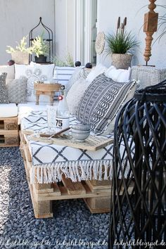 After 5 years it is finally here - the pallet lounge - lady-stil.de # After 5 years it is finally here - the pallet lounge - lady-stil. Pallet Lounge, Interior Decorating, Interior Design, Interior Colors, Porch Decorating, Pallets Garden, Home And Deco, Lounges, My New Room